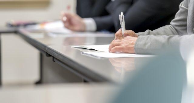 クレーン免許者等の再教育の実施について